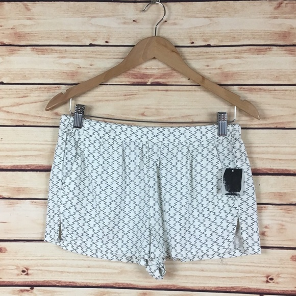 Urban Outfitters Pants - Urban Outfitters Elastic Waist Shorts White Black